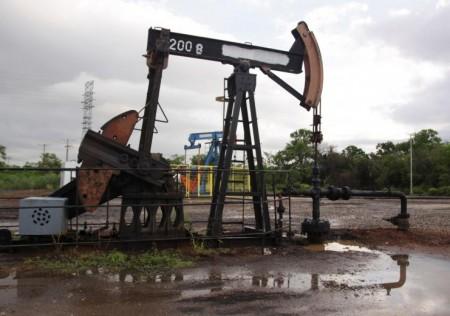 Oil prices slip on profit-taking as investors await U.S. stockpile data