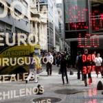 Dollar Rises to 7-Year High Versus Yen on Economy; Aussie Slides