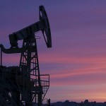 Weaker dollar lifts oil prices, but mood remains bearish